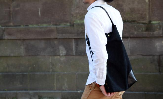 RHYTHMOS リュトモス Cityトートを肩に掛けた男性が歩いている画像
