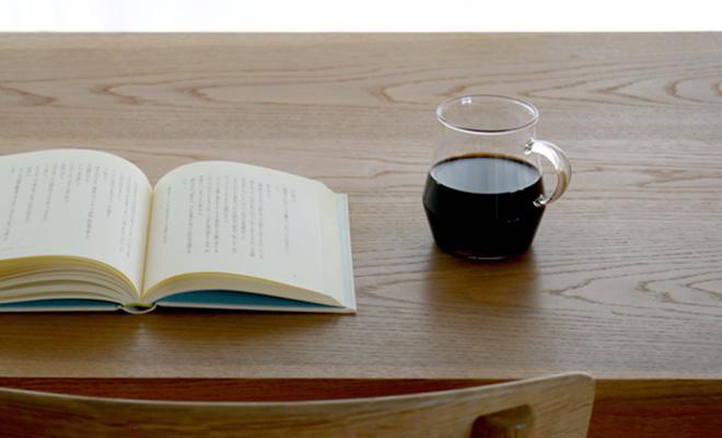 TORCH トーチ/グラスマグ「Pichii ピッチー」/グラスマグ「Pichii ピッチー」と本が並んだイメージ画像