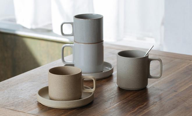 HASAMI PORCELAIN ハサミポーセリン/Mug Cup Natural マグカップ ナチュラル(2サイズ)/Mug Cup Natural マグカップ(2サイズ)とClearが積み重なり並んでいる画像