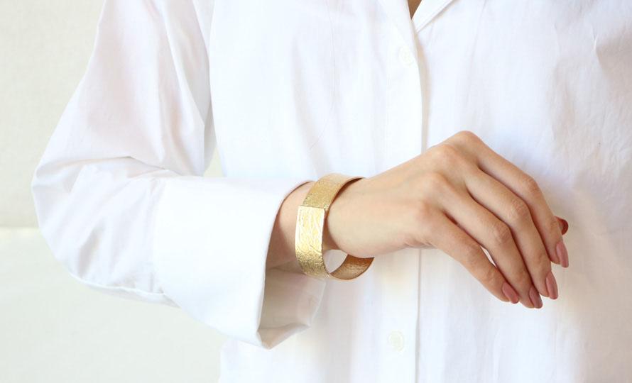 NAGAE+ ナガエプリュス/TIN BREATH ティンブレス ブレスレット ゴールド(3種)/TIN BREATH ティンブレス ブレスレット ゴールド(3種)を着用した画像