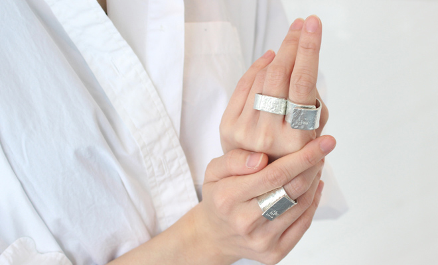 NAGAE+ ナガエプリュス/TIN BREATH Ring ティンブレス リング シルバー(3種)/TIN BREATH ティンブレス リング シルバー(3種)を着用した画像