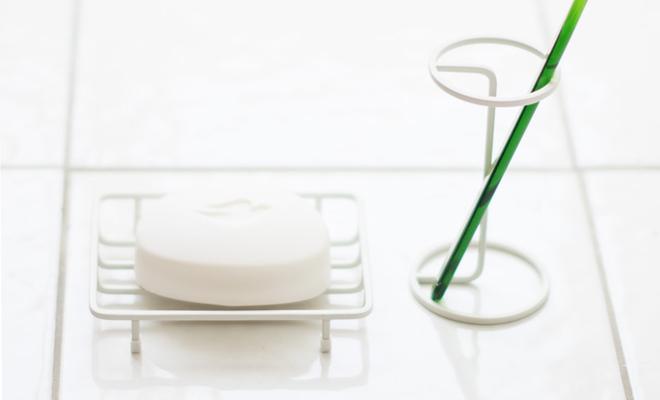 sarasa design サラサデザイン/b2c bath wire series ワイヤーソープディッシュ/ワイヤーソープディッシュに石鹸が載った画像