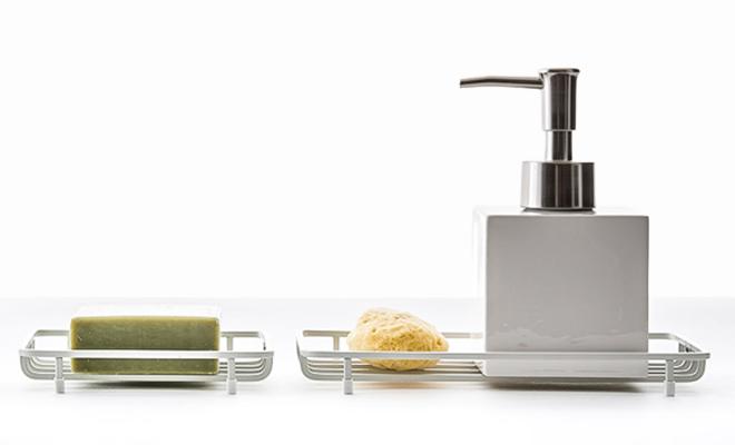 sarasa design サラサデザイン/b2c bath wire series ワイヤートレー/ワイヤートレーに石鹸が載った画像