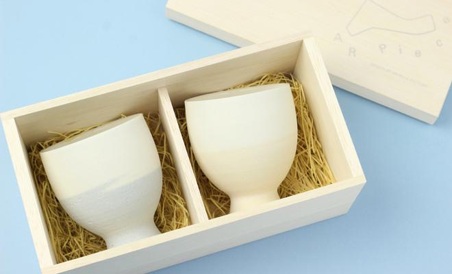 AR Pieceプラスエス TOU GLASS GOBLET PAIR SET SKY 陶グラスゴブレットセット スカイの箱が開いた状態の画像