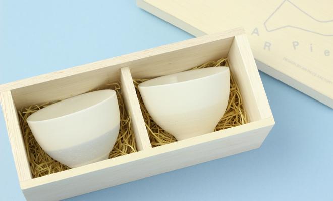 AR Pieceプラスエス TOU GLASS GOBLET SAKAZUKI PAIR SET SKY 陶グラス盃ペアセット スカイの箱が開いた状態の画像