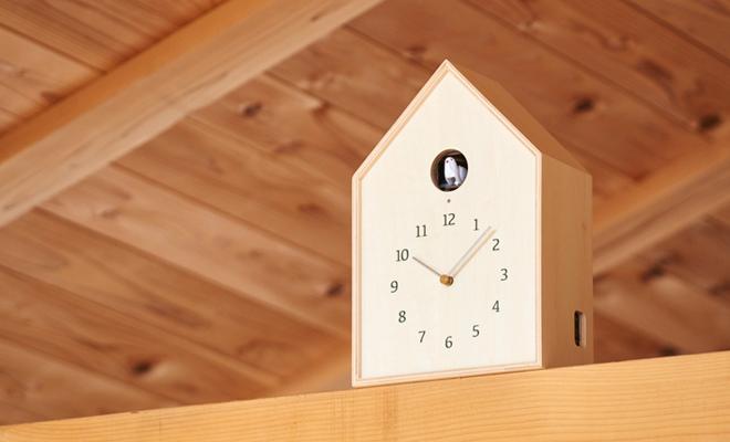 Lemnos レムノス Birdhouse Clock カッコー時計 ホワイトが空間に置かれた画像