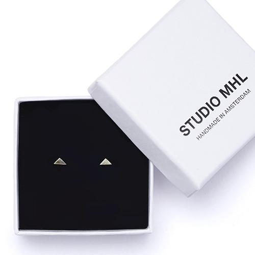 STUDIO MHL/タイニートライアングルピアス(2種)