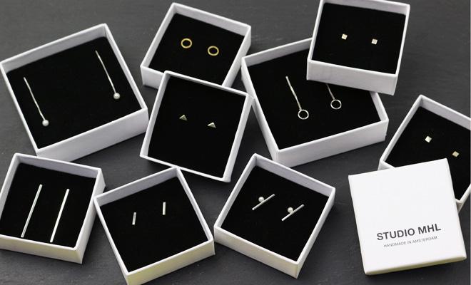 STUDIO MHL スモールストライプピアス その他商品が並んだ画像