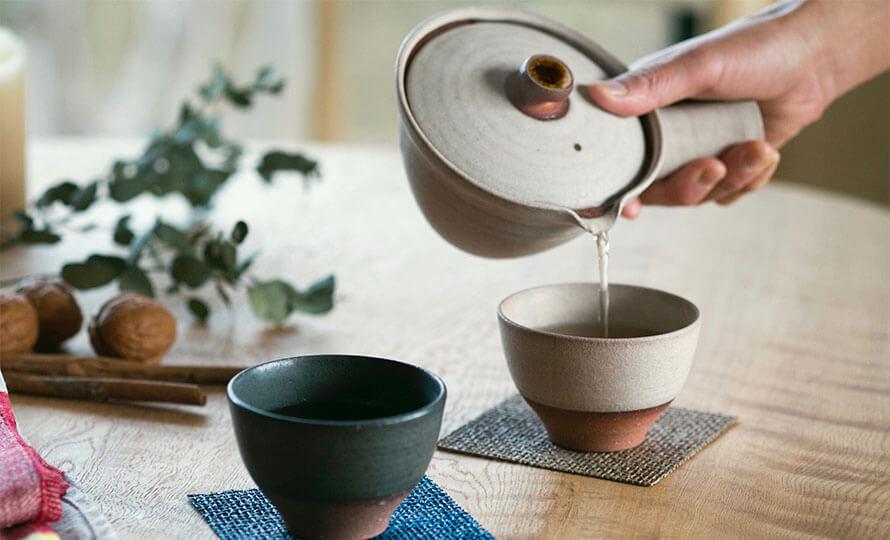 AR Piece アールピース 新茶器 KYU-SU FUTARIでお茶をいれている画像