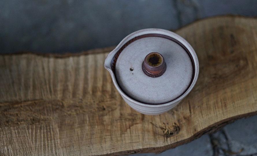 AR Piece アールピース 新茶器 KYU-SU HITORIでお茶をいれている画像