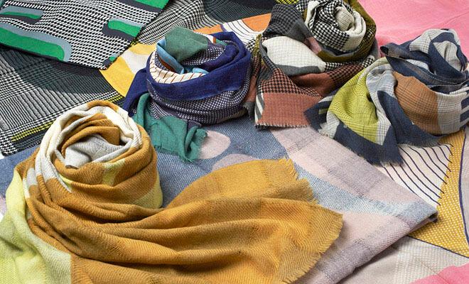 Mapoesie マポエジー ウールストール C-ORGANIQUE F-REFLETその他商品が並んだ画像