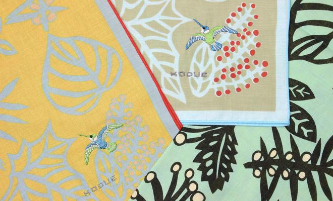 ひびのこづえ/ハンカチ「実を食べた鳥」(3色)が並んだイメージ画像