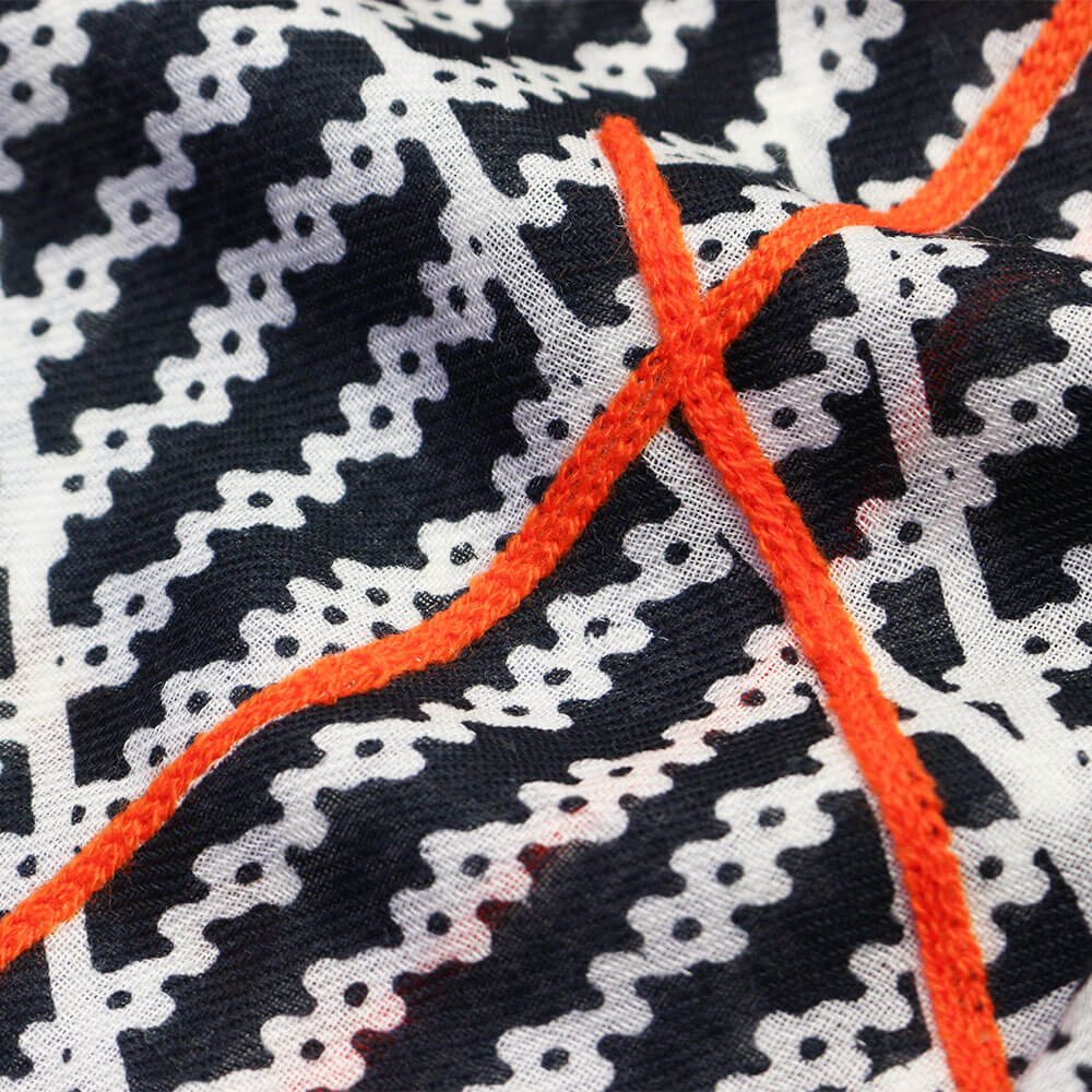 NOIR(ブラック)刺繍部分