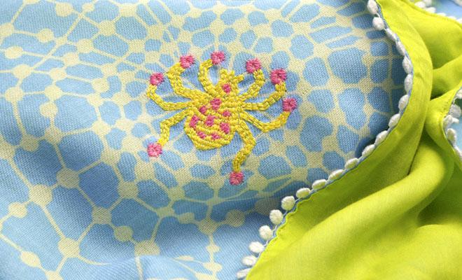 ひびのこづえ/ストール「くもの宝石」(2色)/ストール「くもの宝石」(2色)の刺繍モチーフに寄った画像