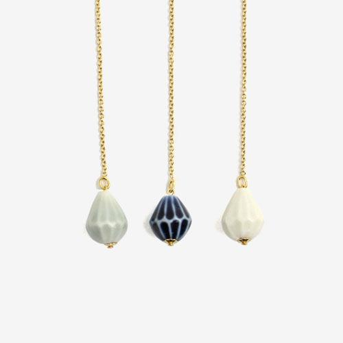 UU ceramic jewelry and objects ウウ セラミックジュエリー アンド オブジェクツ/雨粒ピアス「Rain Drops」S(シングル 3色)