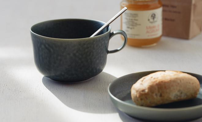 イイホシユミコ yumiko iihoshi porcelain/「ReIRABO リイラボ」cup カップ winter night gray(S・M・L) /「ReIRABO リイラボ」cup カップ winter night gray(S・M・L) が並んだ画像