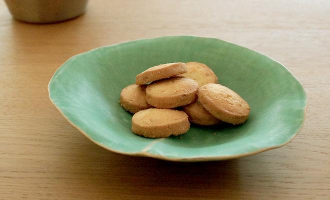 有川京子 ありかわきょうこ/菓子鉢/菓子鉢に菓子が載った画像