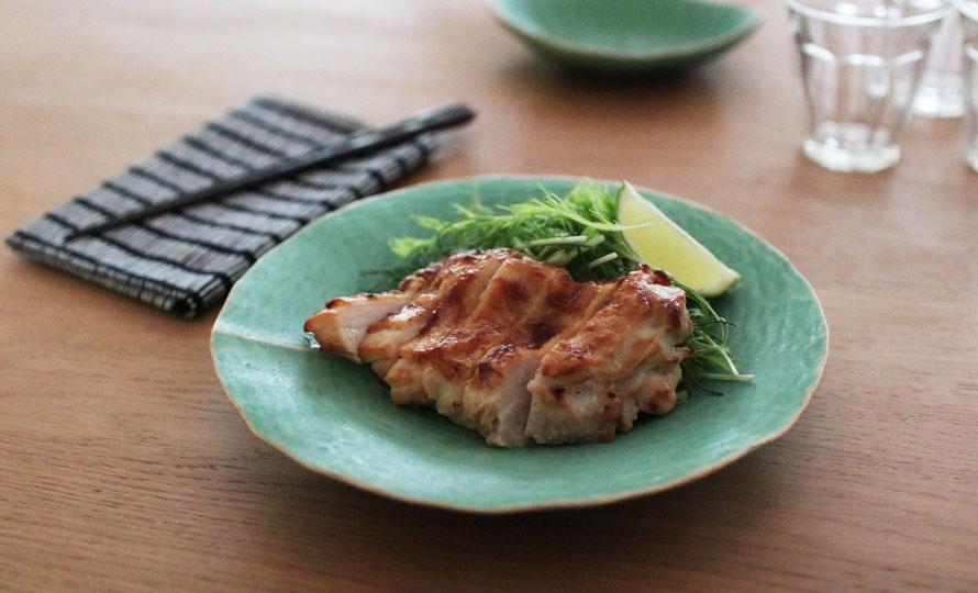 有川京子 ありかわきょうこ/葉脈皿 丸(小・大)/葉脈皿 丸(小、大)に食べ物が載った画像