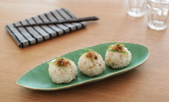 有川京子 ありかわきょうこ/葉脈皿(小・中)/葉脈皿(小、中)に食べ物が載った画像