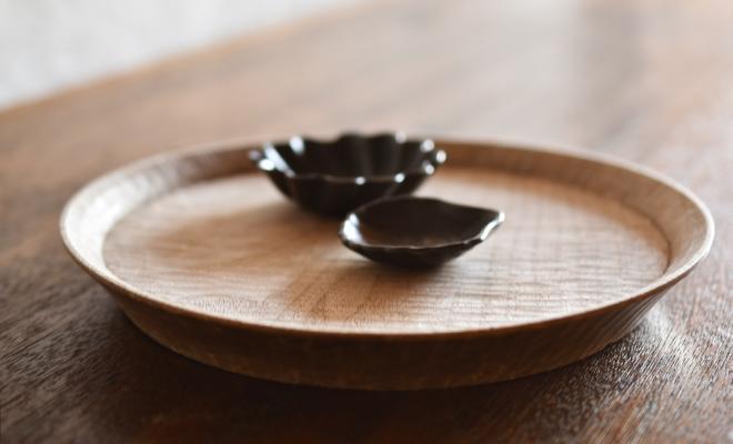 川端健夫 かわばたたけお/木製 菓子盆 7寸(クルミ)/木製 菓子盆 7寸(クルミ・2色)ナチュラルとダークが並んだ画像