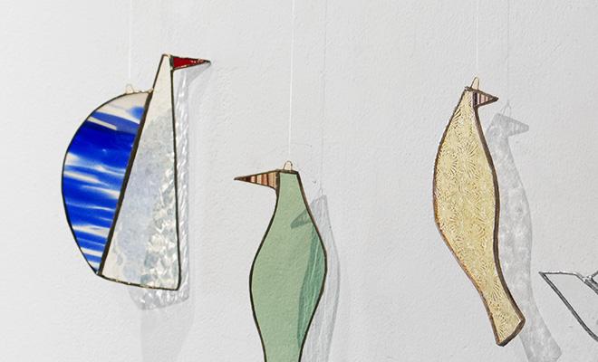 vivo stained glass works ビーボステンドグラス/BIRD BLUEBIRD ブルーバード(4種)/BIRD BLUEBIRD ブルーバード(4種) 他BIRDシリーズ作品が並んだ画像