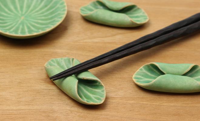 有川京子 ありかわきょうこ 箸置きが蓮小皿と一緒にいくつか置かれた画像