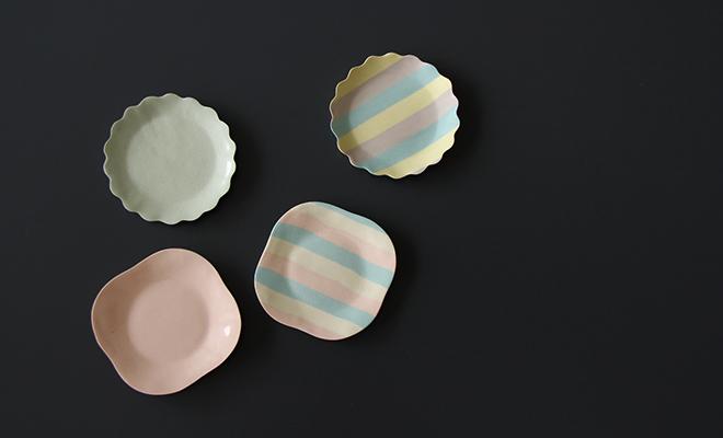 Satoko Sai Tomoko Kurahara taffyプレートが並んだ画像