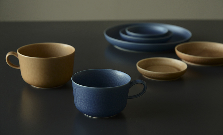 イイホシユミコ yumiko iihoshi porcelain/「ReIRABO リイラボ」cup カップ warm soil brown(M・L)のイメージ画像