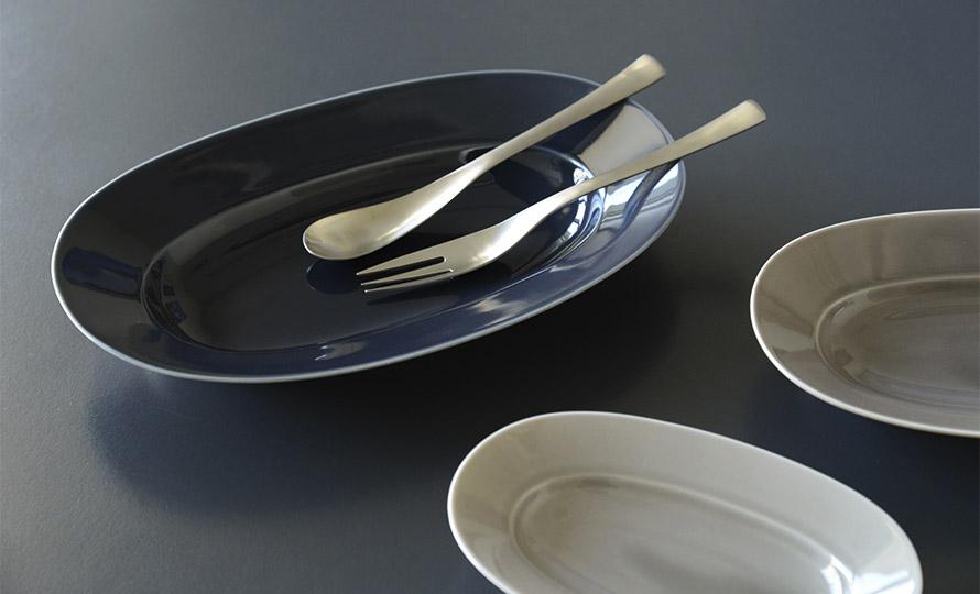 イイホシユミコ yumiko iihoshi porcelain/「oval plate オーバルプレート」moon gray(S・M・L)のイメージ画像