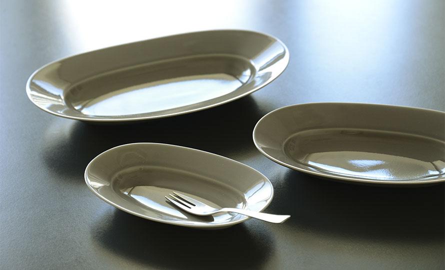 イイホシユミコ yumiko iihoshi porcelain/「oval plate オーバルプレート」mist beige(S・M・L)のイメージ画像