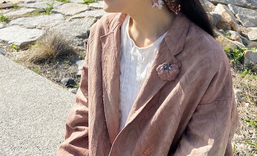 Veriteco ヴェリテコ/「八重桜」ブローチ(2種)のイメージ画像
