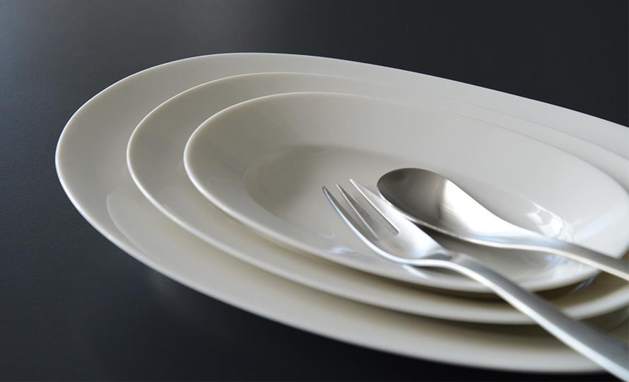 イイホシユミコ yumiko iihoshi porcelain/「oval plate オーバルプレート」dew white(S・M・L)のイメージ画像