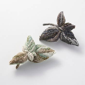 Veriteco ヴェリテコ/毛糸刺繍のリーフブローチ(2種)