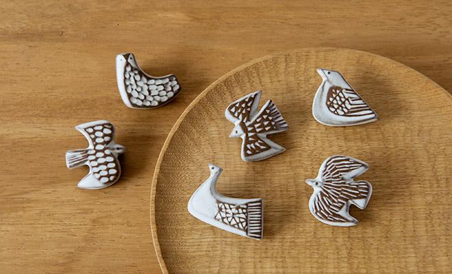 BIRDS'WORDS バーズワーズ/ブローチ「bird tile」(6種) /ブローチ「bird tile」(6種) が並んだイメージ画像