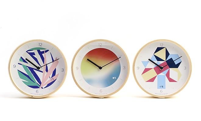 PAPIER TIGRE+S パピエ ティグリーズ/ウォールクロック 壁掛け時計(3種)が一列に並べられている画像