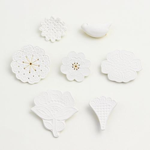 鈴木仁子 すずききみこ/白磁・新芽のブローチ「Mold」(5種)