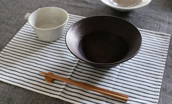 料理を盛られた戸塚佳奈 とづかかな ボウル 大が食卓に並べられている画像