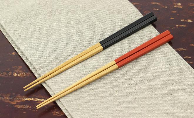 公長齋小菅 赤と黒の竹漆弁当箸が並んだ画像