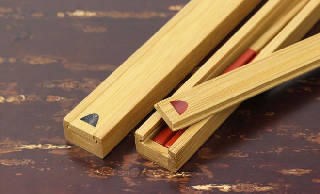 公長齋小菅 赤と黒の竹箸箱が並んだ画像