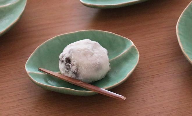 公長齋小菅 こうちょうさい こすが 菓子切りセット うち1本が有川京子作品と和菓子に添えられた画像