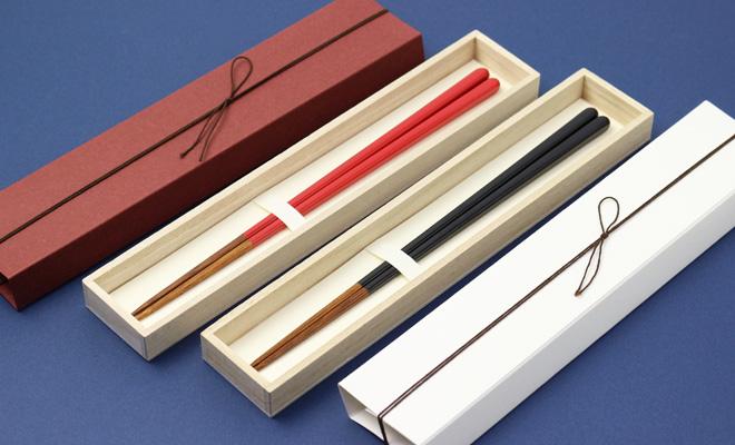 公長齋小菅 こうちょうさい こすが 縁 ギフトスリーブ箱にうるし竹箸上が入った画像