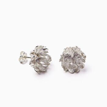 Pfutze プフッツェ/clovers pierced earring シロツメクサ ピアス ペア