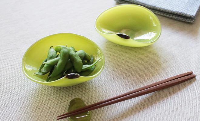 みずのみさ 豆皿とそら豆の箸置きが置かれた画像