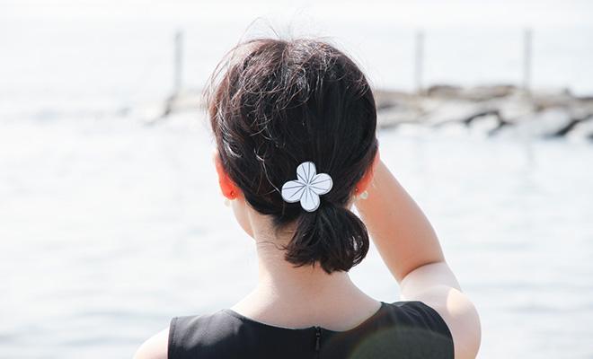 八木麻子 やぎあさこ hanakazari髪留めをモデルが着用した画像